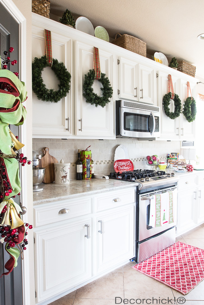 holiday-wreaths-on-kitchen-cabinets.jpg